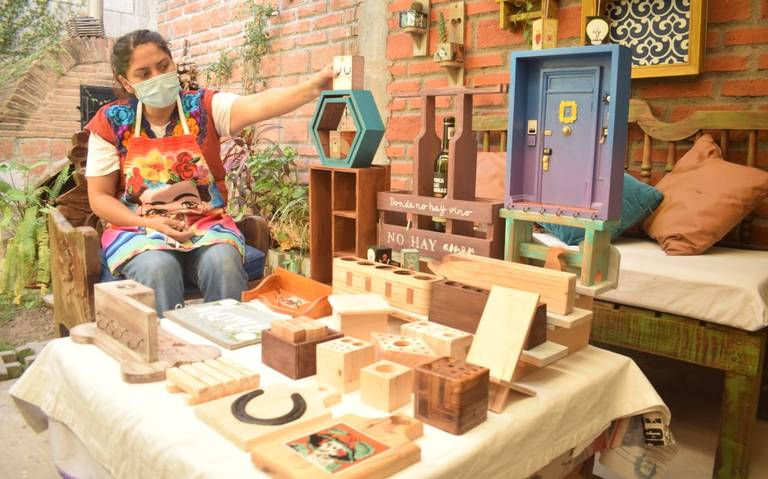 """Woman of wood"": the Mazatlan artisan of recycling"